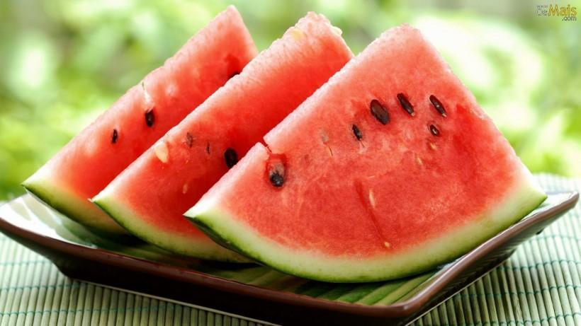 5 frutas que ajudam a desinchar