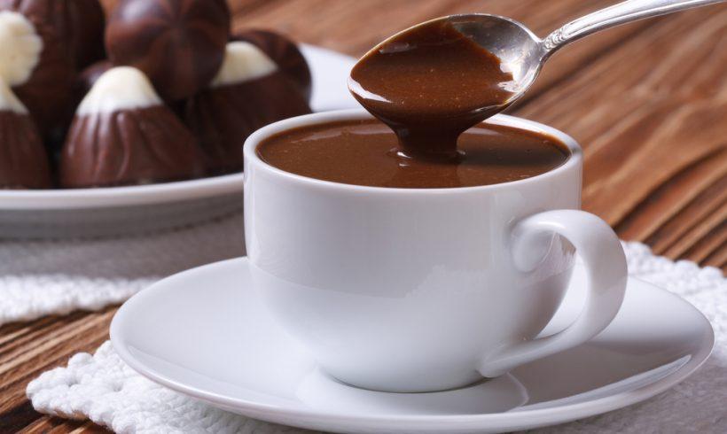 UMA RECEITA PARA AQUECER O SEU INVERNO: CHOCOLATE QUENTE